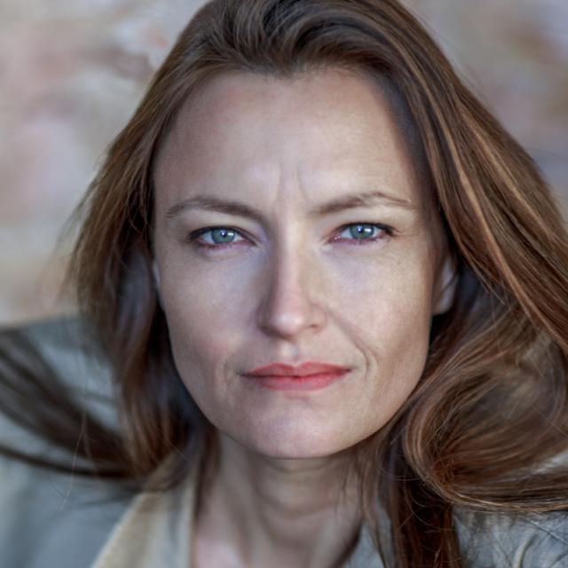 Emma Gustafsson, Comédienne